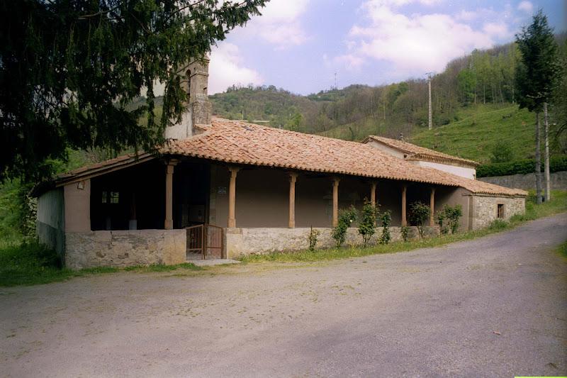 San Antolín de Sotiello, Iglesia