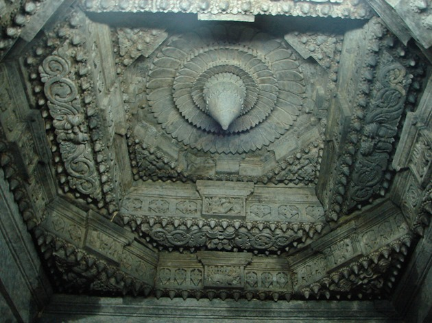 A_Ceiling_inside_the_shrine_in_Saumyakeshava_Temple_at_Nagamangala