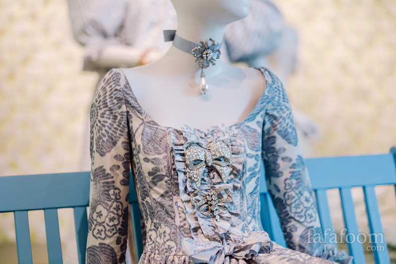 Details of Oscar de la Renta, Custom evening dress, 2006.