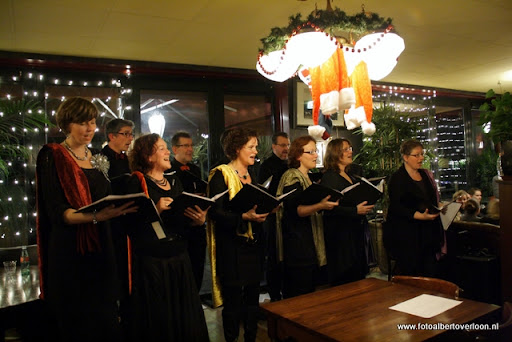 concert in kerstsfeer met cantiloon en palet overloon 13-12-2011 (22).JPG
