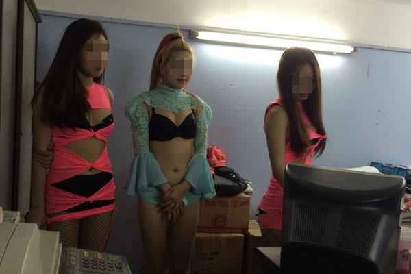 nu sinh mua <a target='_blank' href='http://gaixinh.blogsudo.com'>bikini</a> quan ca phe TPHCM