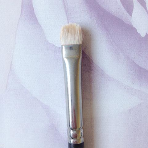 Mac-239-Eyeshadow-Brush