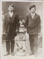 Братья - Александр Харитонович Тайнов и  Иван Харитонович Кузьмин, 1915 г.(копия фотографии хранится в Нарвском городском музее)