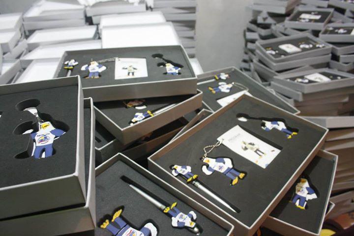 Box Packaging untuk Souvenir  isi pulpen . keychain , flashdisk dan memo