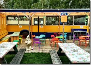 lucky-lake-hostel -amsterdam-onibus-restaurante-3