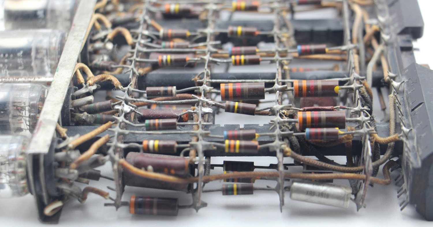 An 8 Tube Module From A 1954 Ibm Mainframe Examined Its Key Vacuum Wiring Diagram The Has Four Levels Of Components Between Tubes And Connector In Addition