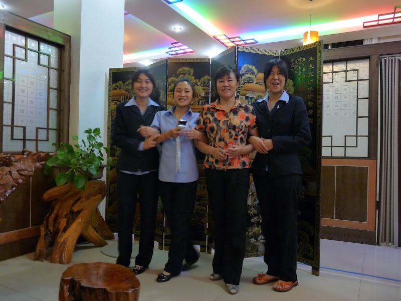 Chongning. Couvert de cadeaux par la patronne de cet hôtel,incroyable,et un personnel adorable.Pas souvent d étrangers dans ce bled