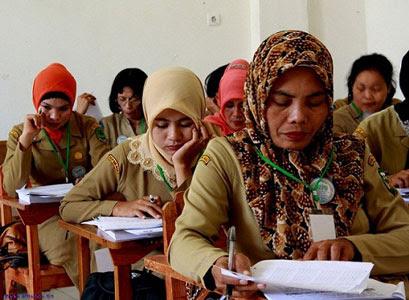 Pemerintah akan Menguji Kompetensi Seluruh Guru Akhir November