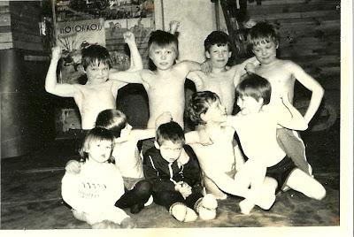 (53) Olev Nisumaa treeningrühm 1990.a. Taga: Tarvi Thomberg, Taavi Tikerpalu, Olari Suislep, Teet Verev Ees: Mari Nisumaa, Reio Ruus, Jüri Nisumaa, Urmo Suislep, Vallo Asperk