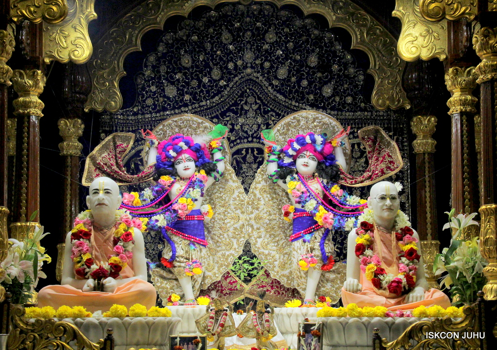 ISKCON Juhu Sringar Deity Darshan on 24th Oct 2016 (35)