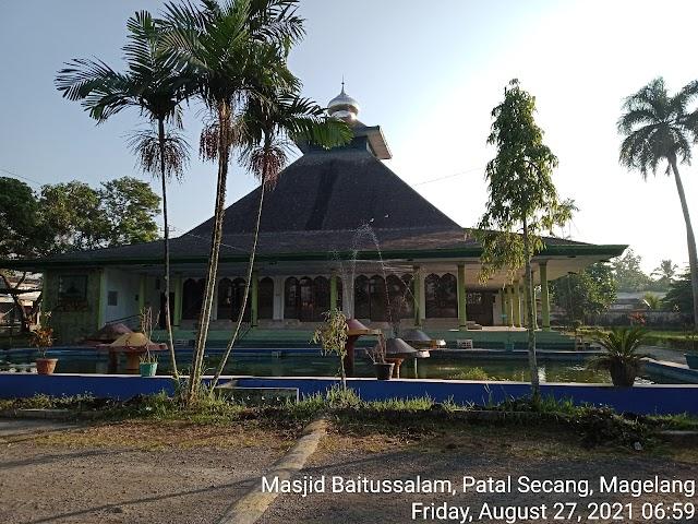 Bersíh Masjid di Masjid Baitussalam Patal Secang Magelang