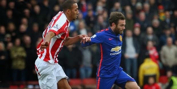 Man United vất vả cầm hòa Stoke City