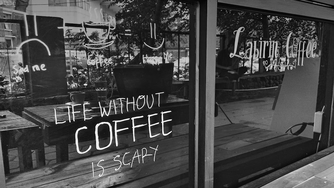 Gambar Kedai Kopi Hitam Putih Labirin Coffee Kedai Kopi