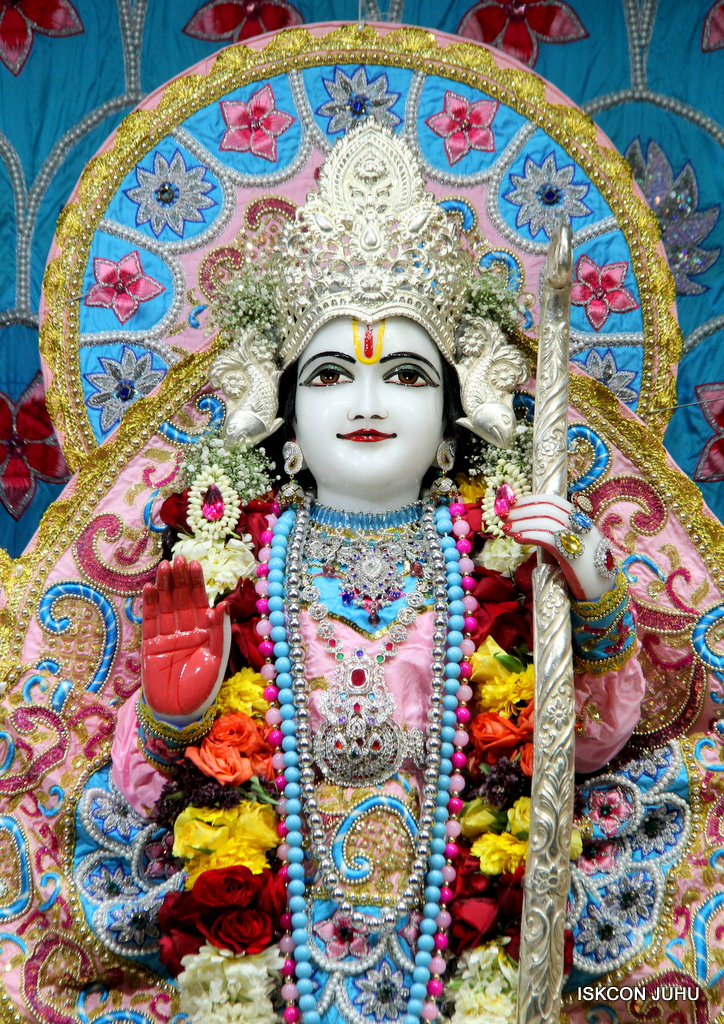 ISKCON Juhu Sringar Deity Darshan on 29th Dec 2016  (22)