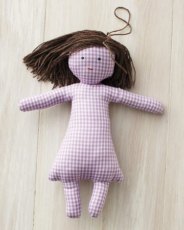 You'll find templates online to make a whole family of these gingham dolls.