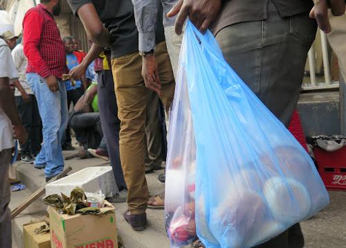 Kananga : la commercialisation des sacs en plastique se poursuit malgré l'interdiction