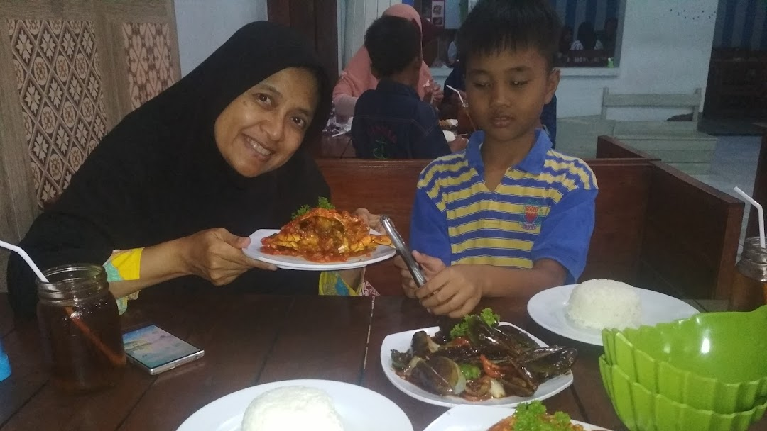 Warung Makan Ayam Ambyar Restoran
