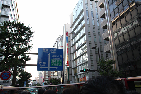 西日本鉄道「福岡オープントップバス」 赤塗装 車窓 明治通り