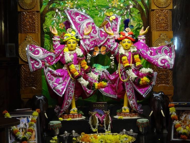 ISKCON Nigdi Deity Darshan 19 Dec 2015 (7)