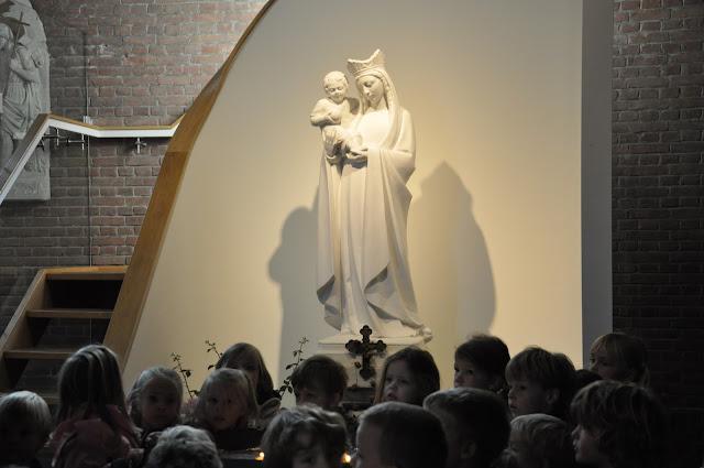 Kleuters bezoeken Martinuskerk - DSC_0027.JPG