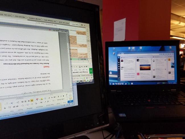 Xoay màn hình bằng tổ hợp phím tắt Ctrl + Alt + D và phím mũi tên