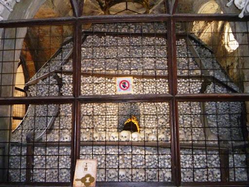 В четырёх углах собора находятся вот такие куполообразные сооружения