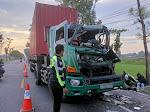 Terjadi Laka Lantas Di Jl. Nganjuk Madiun, Kepala Mobil Truk Trailer Ringsek