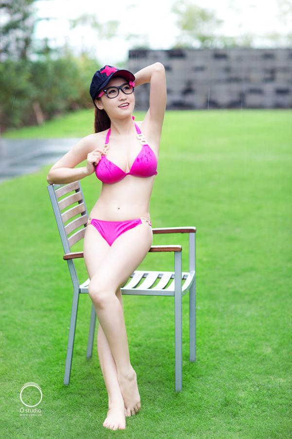 Girl xinh bikini hồng