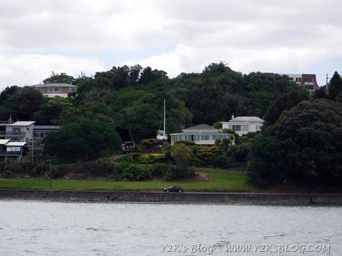 Il rapporto dei Kiwi con le barche: invaso in giardino :)