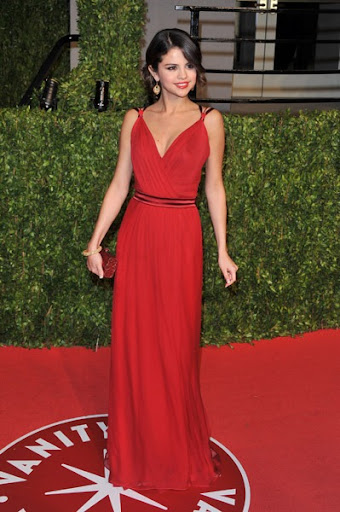 selena gomez red dress. selena gomez red dress oscars.