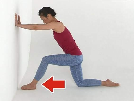太もも伸ばし(世界一受けたい授業で紹介)首こり改善のやり方 奇跡のストレッチ
