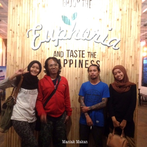 maniak-makan-euphoria-solo-cafe