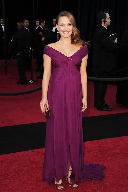 Natalie Portman was one of the last to hit this evening's Oscars red carpet,
