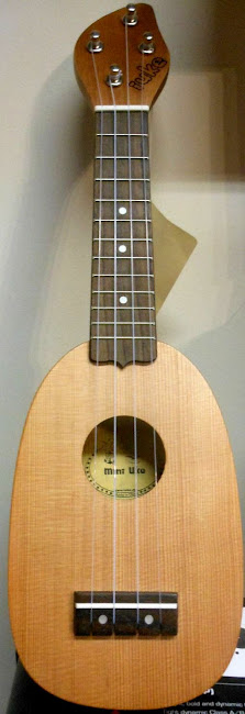 iUke figure eight mini at Lardys Ukulele Database