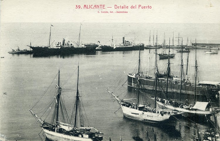 El ALICANTE como carguero para la linea de Nueva York. Años veinte. Puerto de Alicante. Postal.JPG