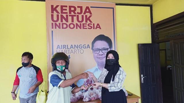 Maknai Idul Adha, Golkar Kabupaten Kapuas Bagikan Daging Kurban