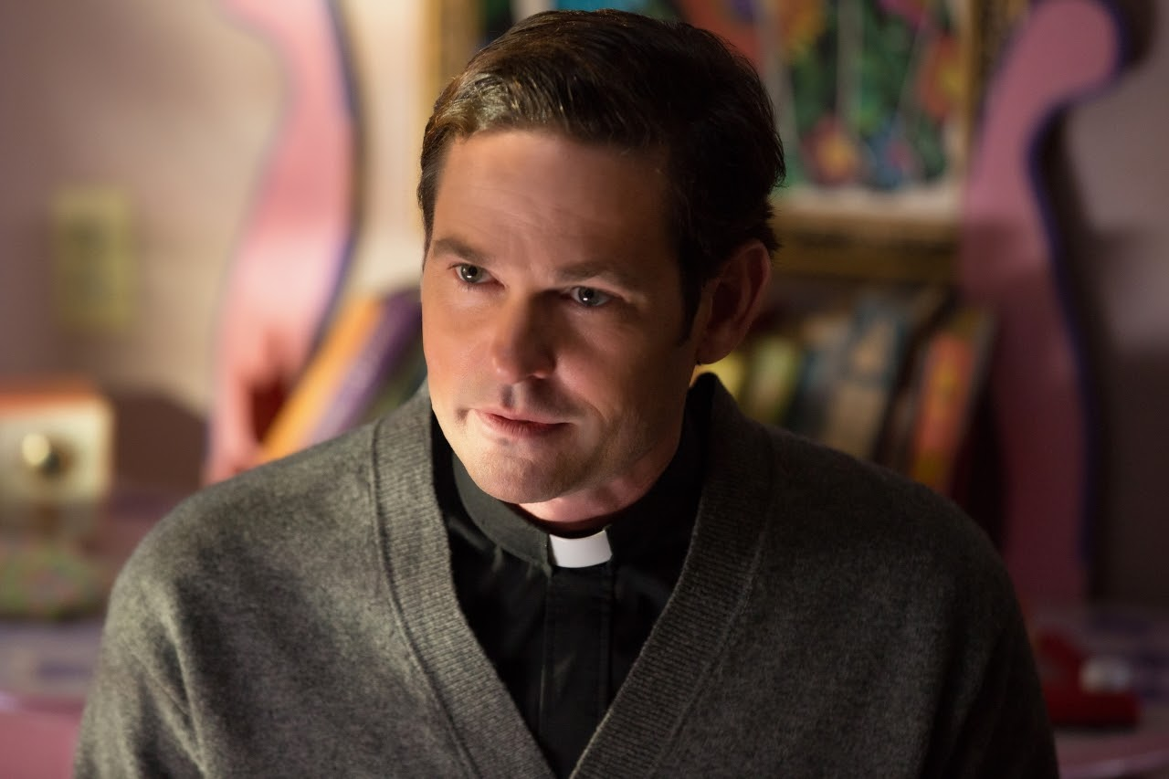 Henry Thomas as Father Tom in OUIJA: ORIGIN OF EVIL. (Photo by Justin Lubin /  Courtesy of Universal Pictures).