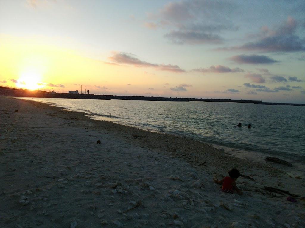 与論の夕焼けと海