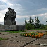 Монумент на месте расстрелянной деревни Аудрини