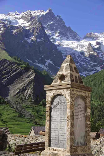Le monument aux morts de la Grave