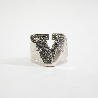 "Sterling Silver Nove25 New Initial ""V"" Ring"