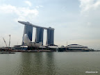 Marina Bay Sands (Hotel) mit Skypark in Form eines Boots oben drauf
