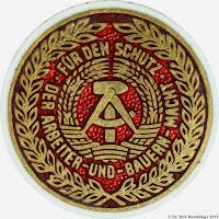 013d Kampforden für Verdienste um Volk und Vaterland in Gold  www.ddrmedailles.nl