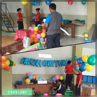 Persiapan ulang tahun Arfan oleh Pihak Restoran Fastfood