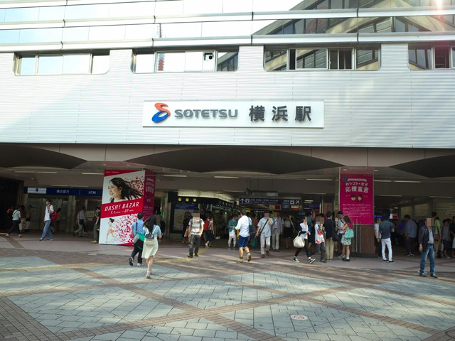 相鉄線横浜駅西口の外観