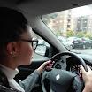 Rebeca circulando por las calles de Talavera con su profesor Carlos de Autoescuelas Vial Masters - Más en vialmasters.es.jpeg