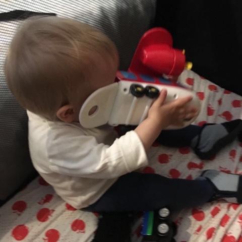 Kind spielt