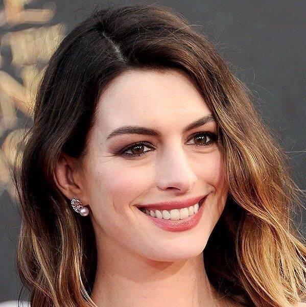 Anne Hathaway Facebook Profile