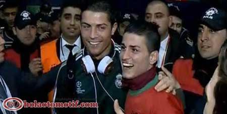 Pertemuan bahagia Gokmen Agdogan Kembaran Ronaldo dengan sang idola