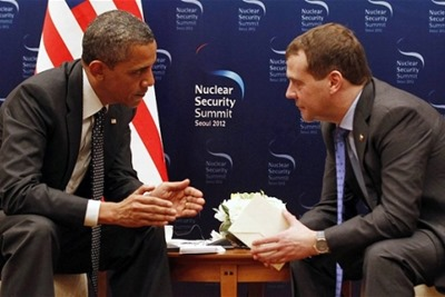 Obama-Medvedev-Caught-on-Hot-Microphone-01